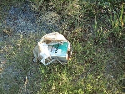 不法投棄のオイル缶