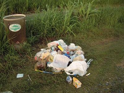 ゴミ箱の中のゴミ