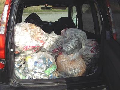 愛車に積み込んだ回収ゴミ